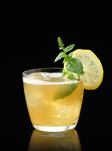 Whiskey Smash Cocktail :